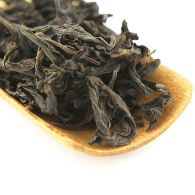 Ai Jiao (Short Foot) is a dwarf oolong tea which originated in Jian Ou, in the north of Fujian province, China.