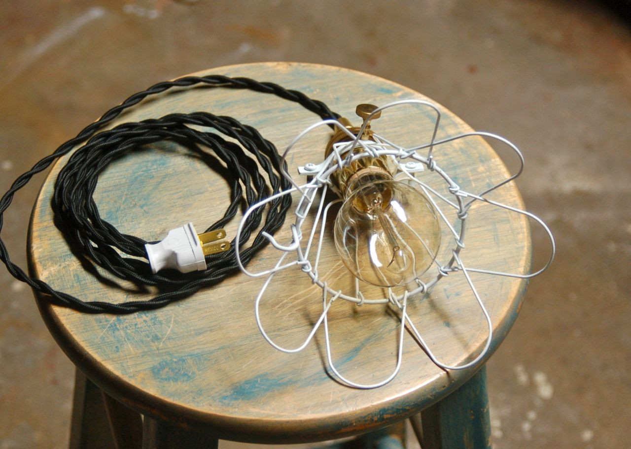 Metal Wire Bulb Cage Clamp On Lamp Guard Vintage Trouble Bulb Fine Cage O2F5