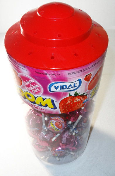 Vidal Zoom Pop Strawberry, by vidal,  and more Confectionery at The Professors Online Lolly Shop. (Image Number :6028)