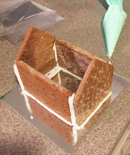 Gingerbread House Kit and more Snack Foods at The Professors Online Lolly Shop. (Image Number :8095)