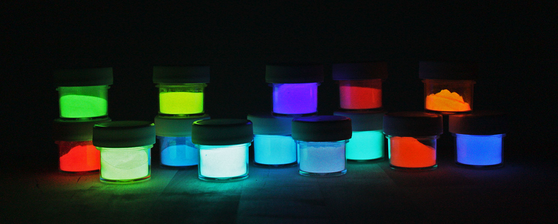 glow in the dark powder glow in the dark paint photoluminescent. Black Bedroom Furniture Sets. Home Design Ideas