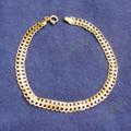 14kt double link gold  bracelet.