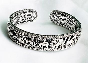 JAI Sterling Spirit Of Africa carved animals Hinged Cuff Bracelet