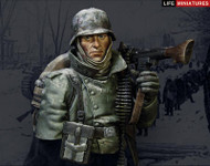 Life Miniatures - Confronted with General Winter WW2 German MG34 Gunner Outskirts of Moscow, November 1941