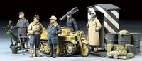 Tamiya Models - German Luftwaffe Crew (Winter) w/Kettenkraftrad Vehicle