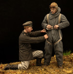 Model Cellar -  WWI German Pilot in Heinecke Parachute Harness (with Mechanic)