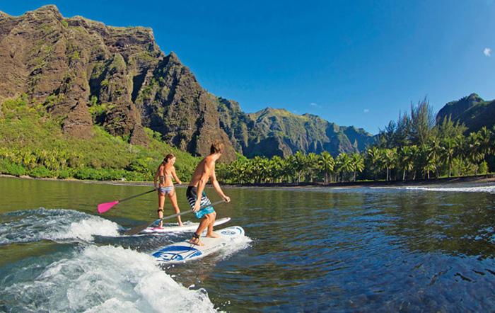 biccouplesurfing700.jpg