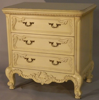 SHOWN IN Antique Cream finish
