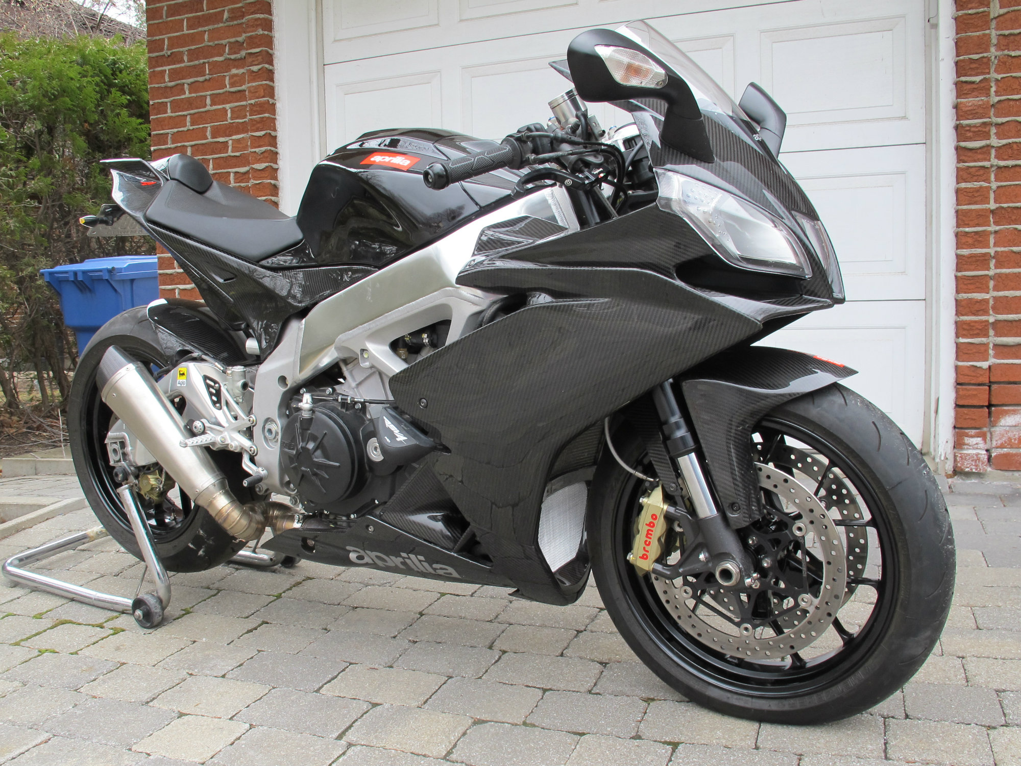 2010-rsv4-front-right-side.jpg