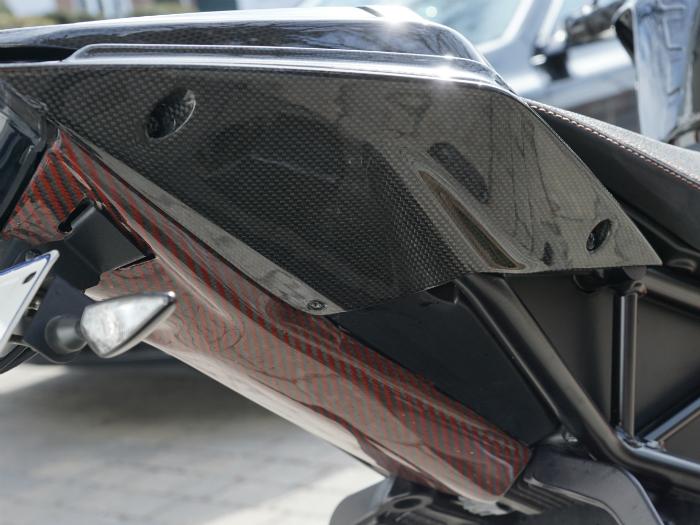 2015-ktm-super-duke-1290-r-undertail-in-black-orange-3-.jpg