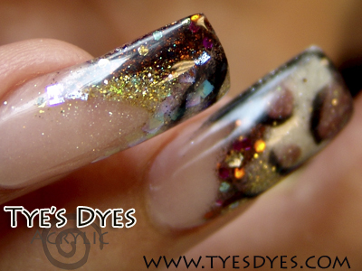 stylin-acrylic-nail-designs-with-animal-bling.jpg