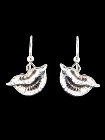 Kiss Earrings - Silver