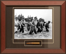 General MacArthur's Trimphant Return framed photograph