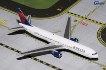 Delta Air Lines 767-300 N143DA Gemini Diecast Display Model