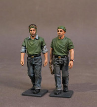 Aircraft Carrier Flight Deck Crew, WWII, 2 Catapult Crew Walking (2pcs)