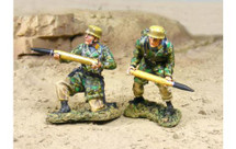 88mm DAK Fallschirmjager Loaders, two figures