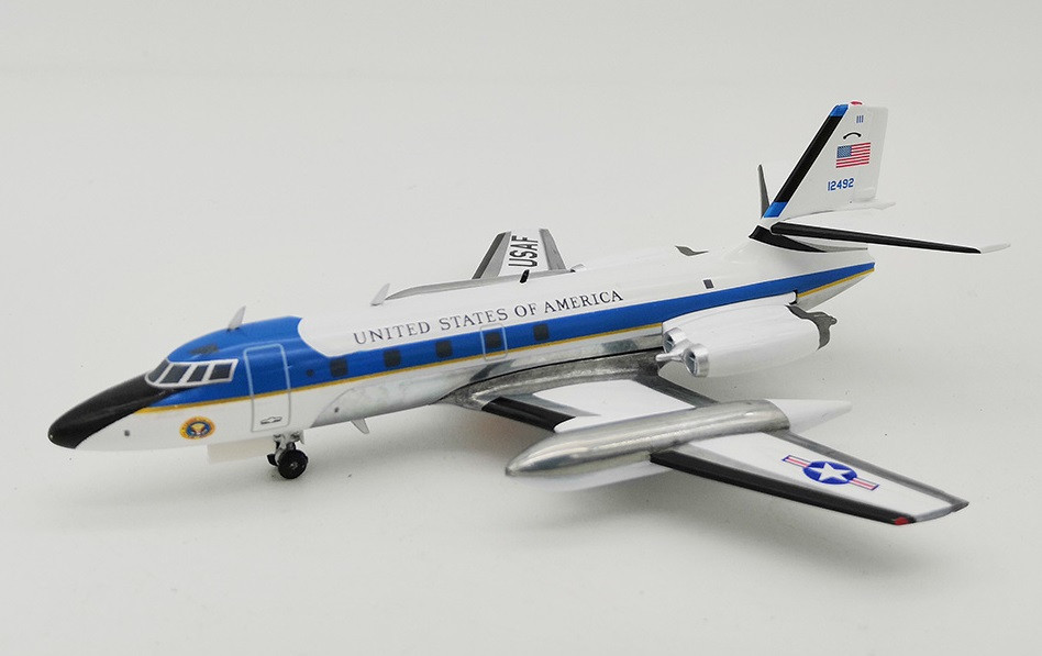 1:200 InFlight200 USAF LOCKHEED VC-140B 61-2492 Aircraft Model With Stand