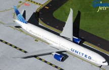United Airlines B777-300ER N2749U New Livery Gemini 200 Diecast Display Model