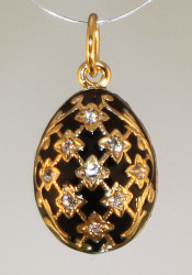 Black pendant with gold bale front