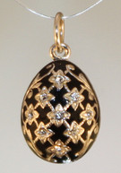 Black pendant with silver bale front