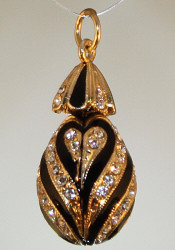 Black pendant with gold bail front