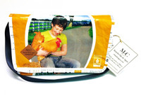 Messenger Bolsa - Yellow- Girl w/Chicken - Paymaster Fancy Scratch