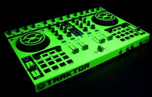 Native Instruments Kontrol S4 Skinz - UV Fluorescent