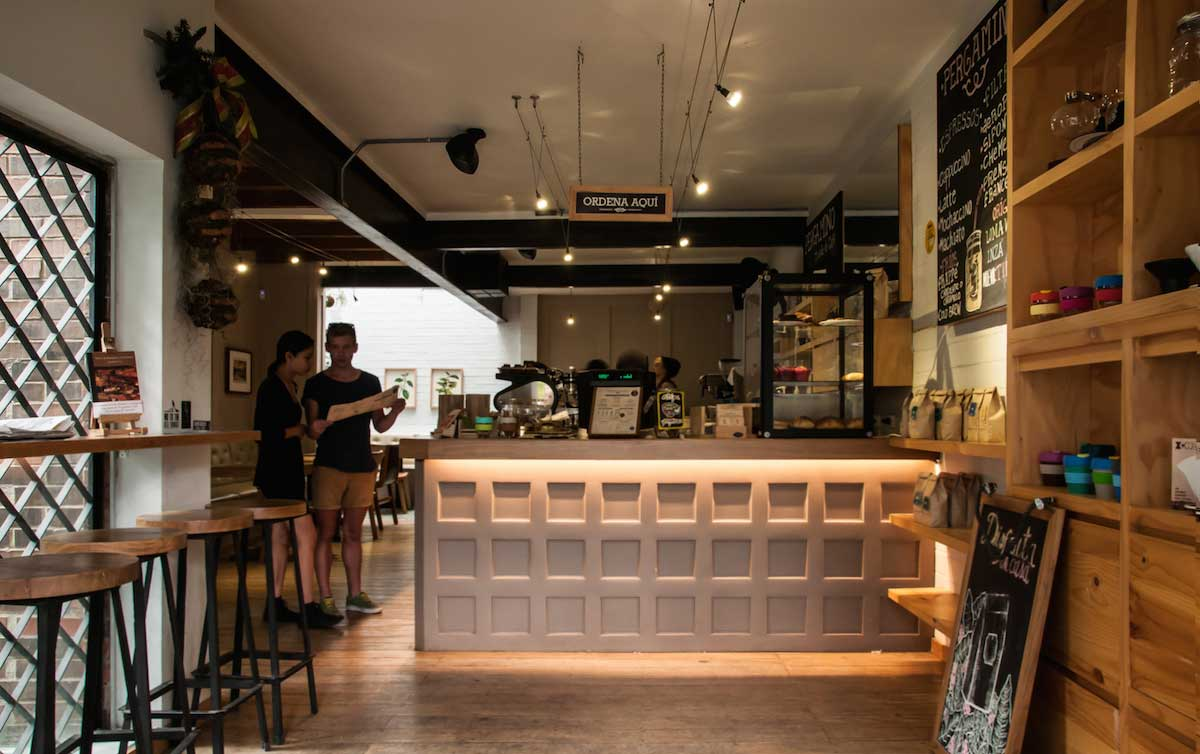 pergamino coffee shop under counter lighting 02