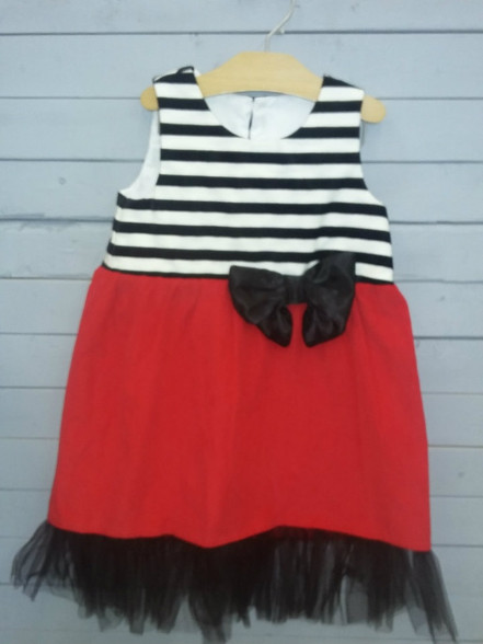 This dress is so adorable and perfect for holidays!