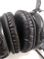 The new AVCOMM deluxe leather ear seals offer any headset comfort that is unsurpassed! They fit any standard GA headset and make for a fantastic upgrade. Toss the old hard foam ones or heavy gel units and step up to hours of flying comfort.