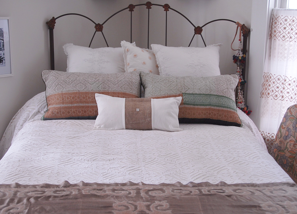 applique-coverlet-in-situ.jpeg