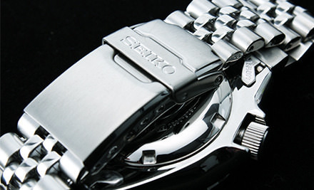 Mặt sau của đồng hồ Seiko SKX007KD