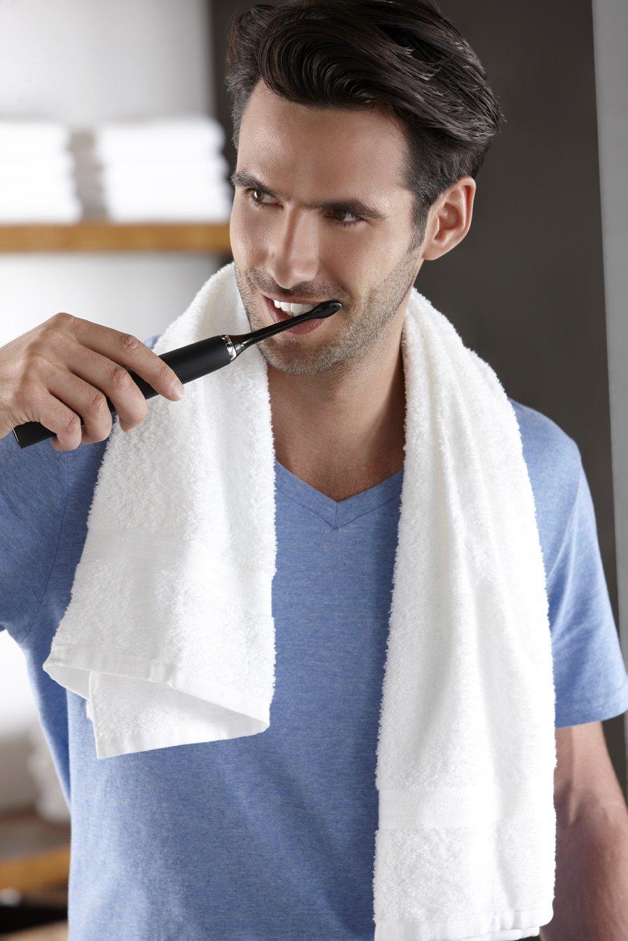 Đánh răng với bàn chải đánh răng điện philips hx9352