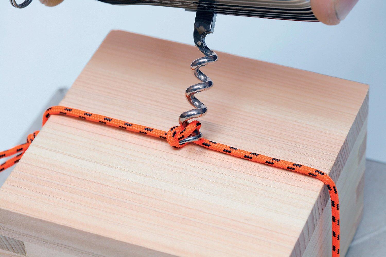 Móc kéo trong dao Victorinox Handyman