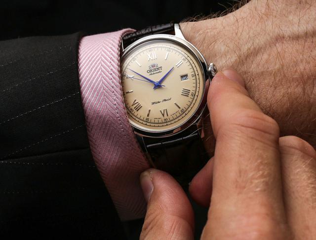 Đeo đồng hồ Orient Bambino Gen 2 SER2400CN0