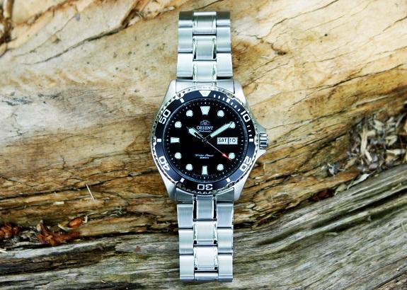 đồng hồ Orient Black Ray II mạnh mẽ