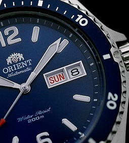 Hiện thị thứ ngày trên đồng hồ Orient Blue Mako 2