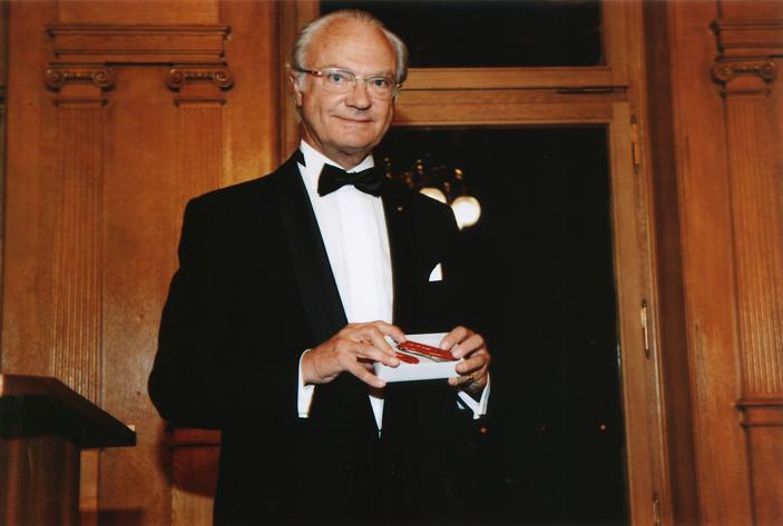Vua Thụy Điển với dao Victorinox