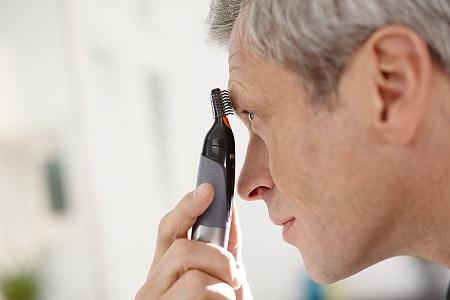 Tỉa lông mày với Máy tỉa lông mũi Philips Nt3160/10