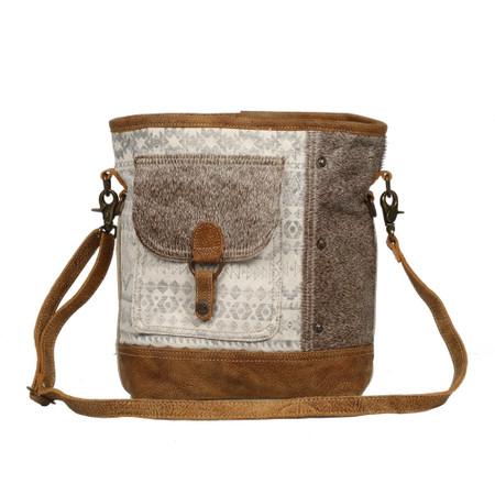 front pocket shoulder bag, front