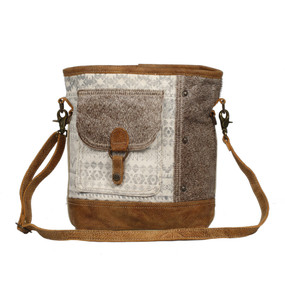 front pocket shoulder bag, front
