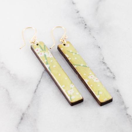 pear green daisy bar earrings