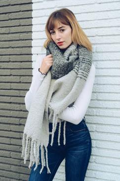 ombre knit tassel scarf, black