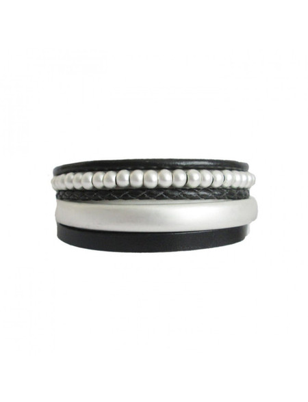 This pearl multi layer bracelet is the definition of clean and sleek design, with highlights of leather and metal embellishments.   Details: leather and metal with metal magnetic clasp  Length: One Size (± 19cm)