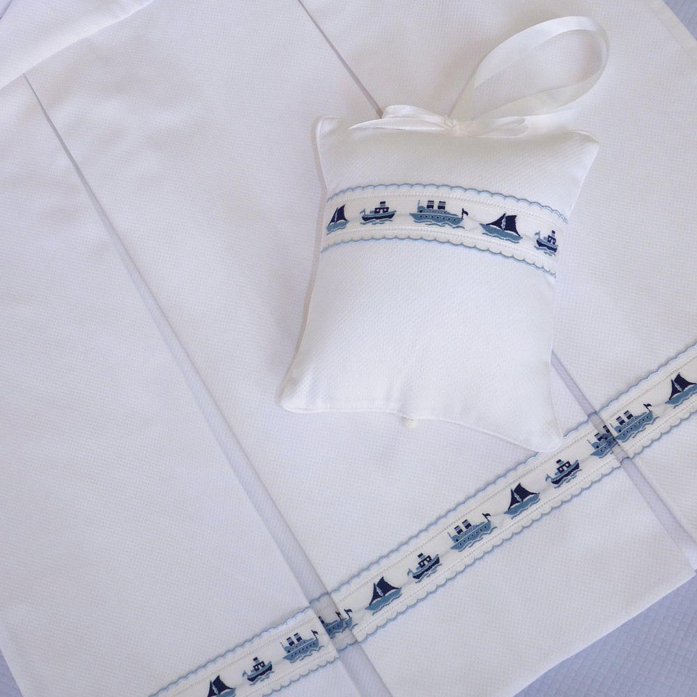 Long, pleated, 22 inch Crib Skirt in white 'Primel' piqué with 'Ships' jacquard trimming & blue 'Lilly'