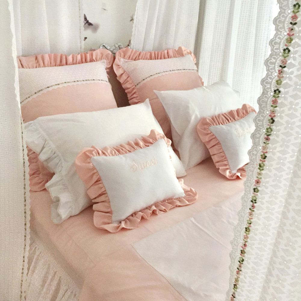Princess canopied bed in all cotton peach