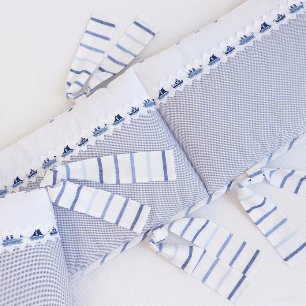 Crib bumper in navy 'Dawn' and white 'Honeycomb' piqués with elegant fabric ties in striped 'Sea Breeze'