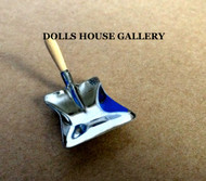 Dustpan with Wooden Handle