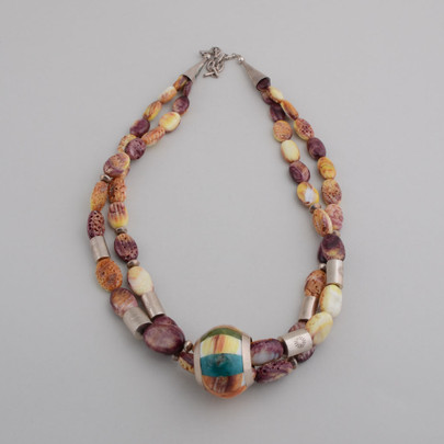 Spiny oyster shell beads with barrel pendant.