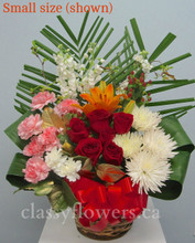 Small size basket with mixed flowers